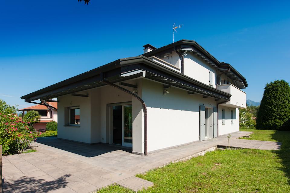 Prestigiosa e moderna villa singola livingcasa for Economici piani casa moderna
